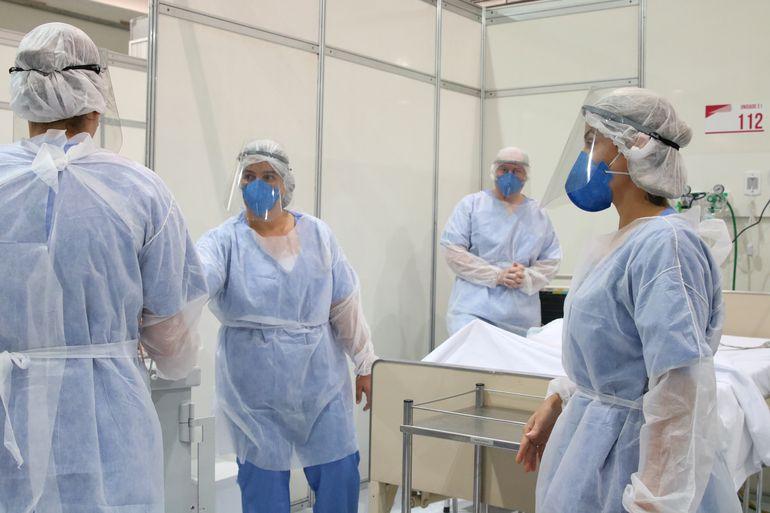 Médicos fazem treinamento no hospital de campanha para tratamento de covid-19 do Complexo Esportivo do Ibirapuera
