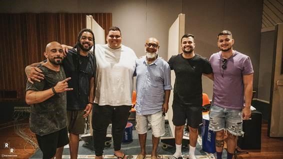 Na foto, da esquerda para a direita: Ramon Alvarenga, Paulinho, Duzão, Mauro Diniz, Jorge Farias e Gustavo Goes (Imagem Ricardo Ribeiro/Divulgação)