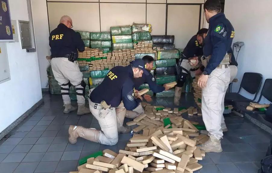 PRF apreende duas toneladas de maconha na rodovia Fernão Dias em Betim 26.set.2020 (Imagem PRF/Divulgação)