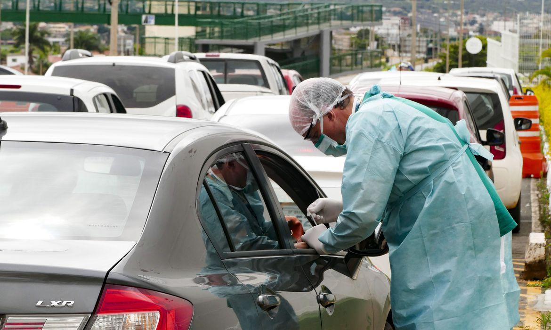 Teste 'drive-thru' para coronavírus