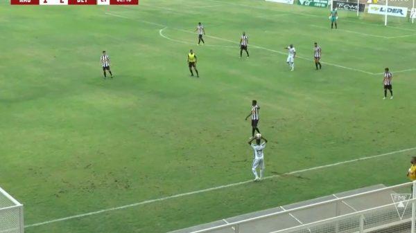 21.nov.2020 - Nacional de Muriaé enfrenta Betim Futebol pela quinta rodada do quadrangular final do Módulo II (Imagem Reprodução/TVNSports)