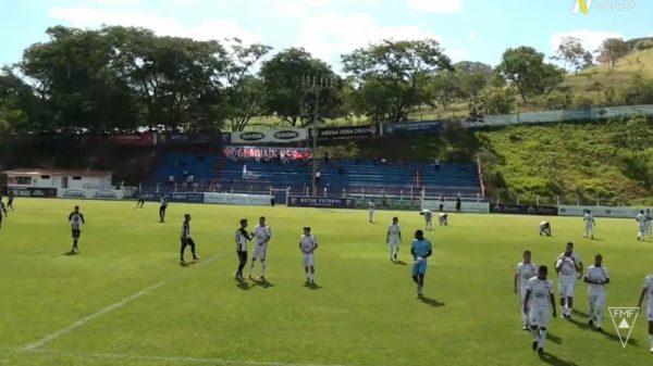 28.nov.2020 - Betim Futebol recebe Athletic em partida pela última rodada do quadrangular final do Módulo II (Imagem Reprodução/TVNSports)