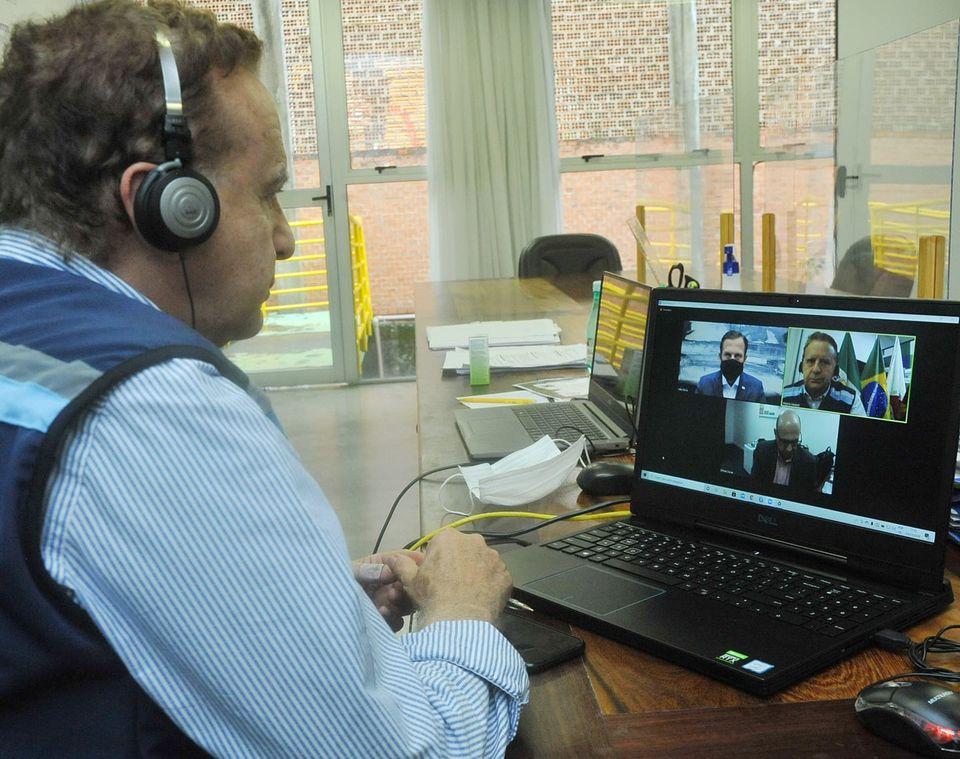 21.dez.2020 - Vittorio Medioli em reunião virtual com o governador de São Paulo, João Dória e o presidente do Instituto Butantan, Dimas Covas (Imagem Reprodução Facebook)