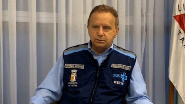 4.jan.2021 - Prefeito de Betim, Vittorio Medioli em transmissão nas redes sociais (Imagem Reprodução/Facebook)