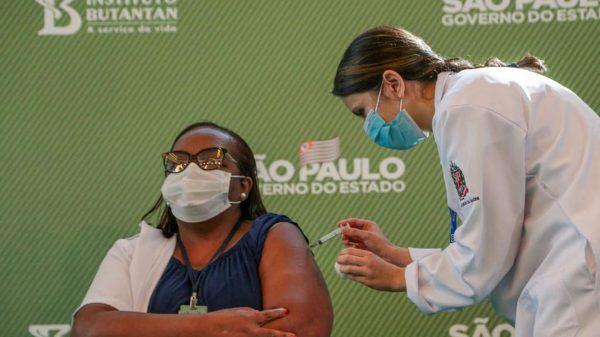 Enfermeira de São Paulo é primeira brasileira vacinada contra covid-19 (Imagem Governo de São Paulo/Divulgação)