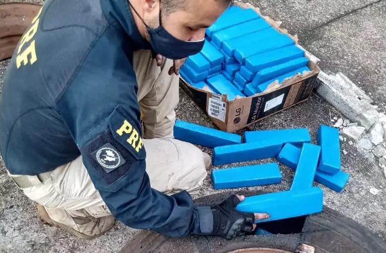 PRF apreende mais de 800 kg de drogas em Betim (Imagem PRF/Divulgação)