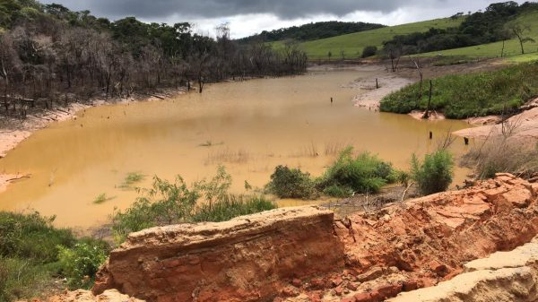 Represa transbordou em Betim
