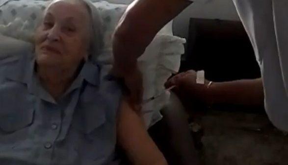 Noemi Gontijo, fundadora do Salão do Encontro em Betim, recebe vacina contra a Covid-19 (Imagem Reprodução Instagram)