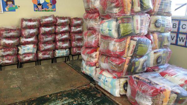 Cestas básicas para distribuição aos alunos da rede municipal de ensino de Betim (MG)