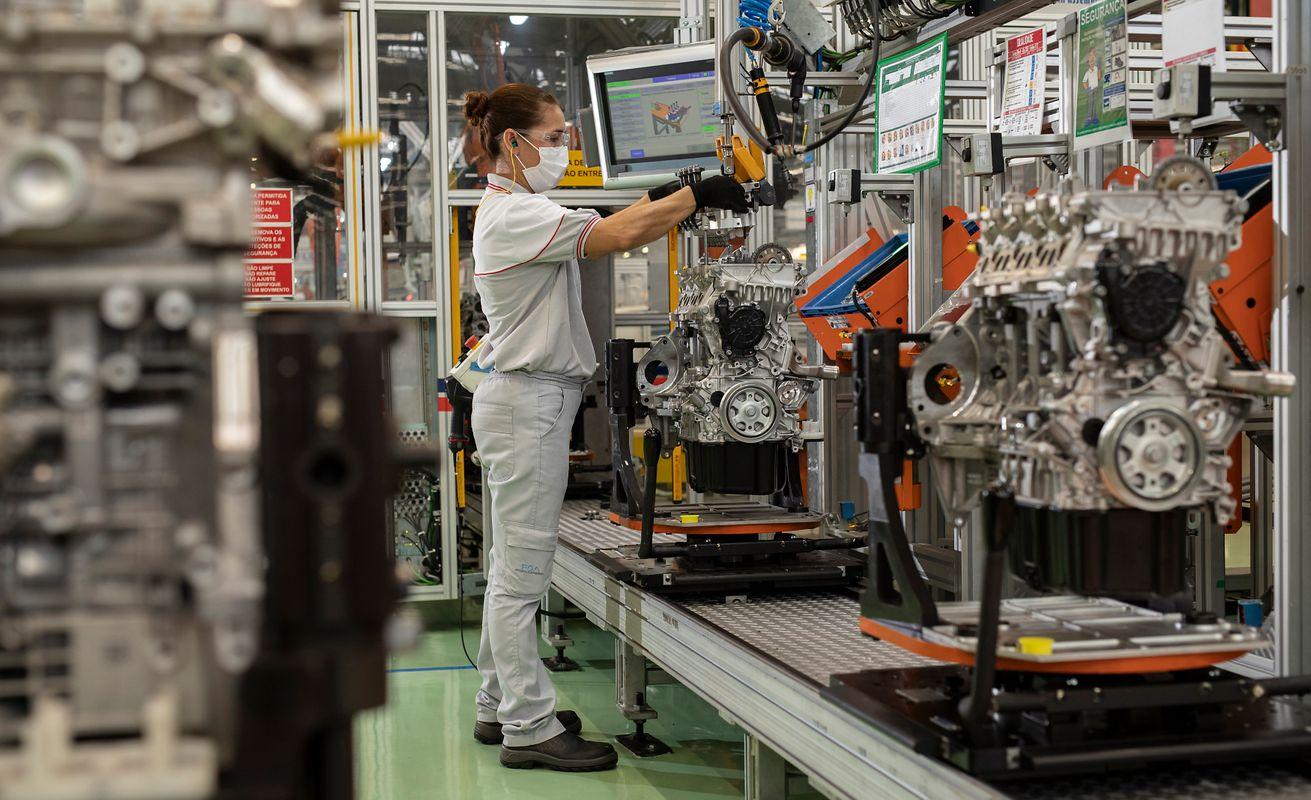 Linha de montagem fábrica de motores Fiat (Imagem Leo Lara/Stellantis/Divulgação)