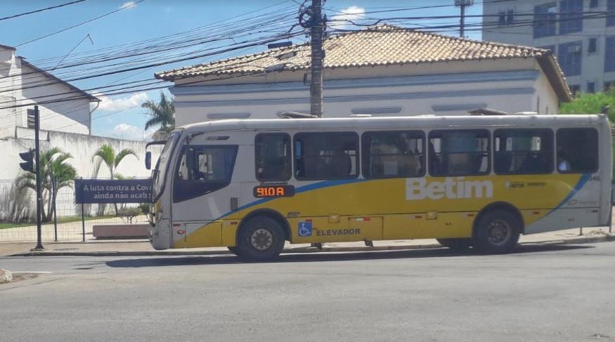 Ônibus circula por avenida de Betim (Imagem Agenda Betim)