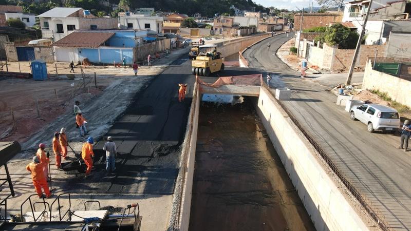 Obras na avenida Cordiline em Betim (MG)