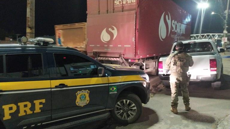 PRF recupera caminhão roubado em Nova União MG