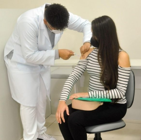 19.jun.2021 - Gestantes e puérperas recebem vacina contra a Covid-19 em Betim - Foto Prefeitura de Betim