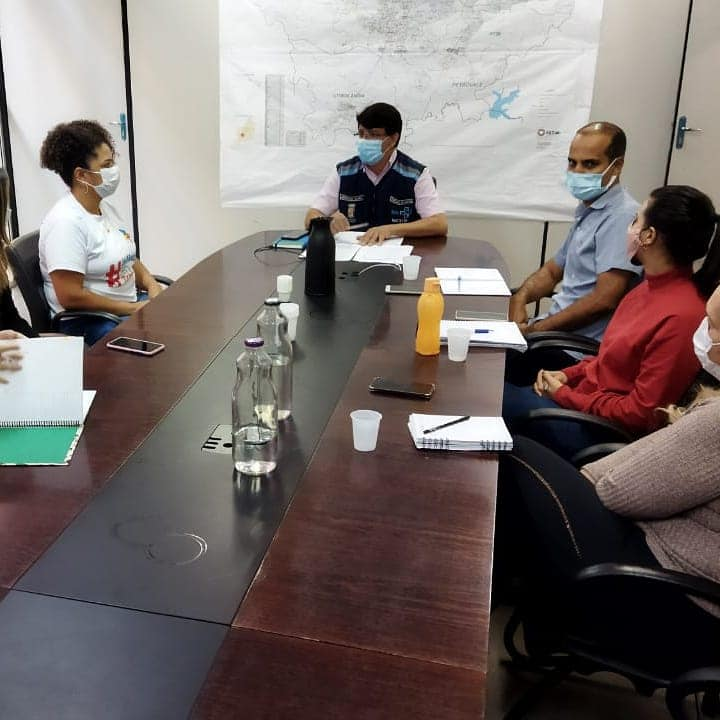 Secretário de Saúde de Betim, Augusto Viana, em reunião com categorias profissionais