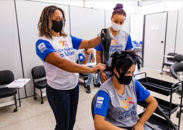 Curso de cabeleireiro no Ramacrisna