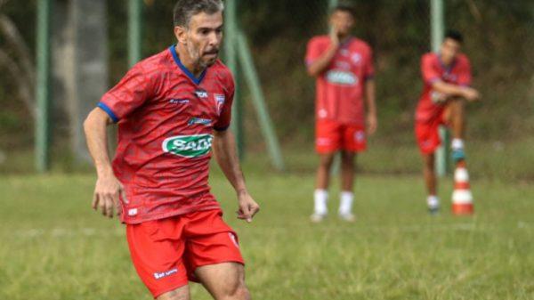 Leandro Donizete em treino do Betim Futebol - Foto: Reprodução Facebook