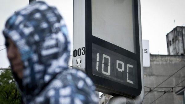 termômetro marca 10ºC